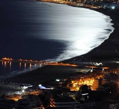 The wonderful Gulf of Vasto in the moonlight in the photo by Tatiana Cunicella!