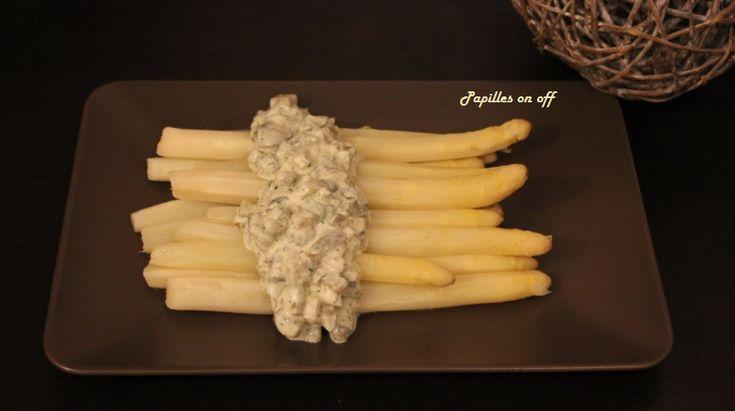 C'est sur un vieux magazine culinaire que j'avais découpé cette fabuleuse recette d'assperges blanches sauce tartare (au thermomix