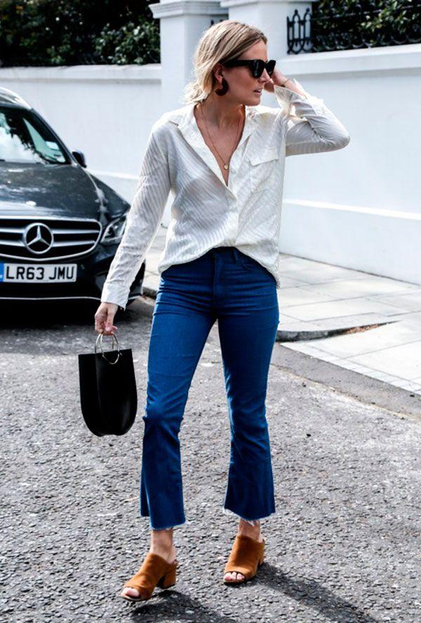 Street style look com mule, calça jeans e camisa