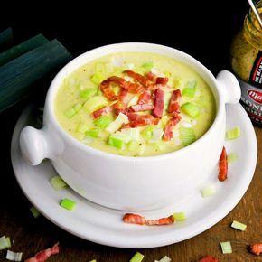 Groninger mosterdsoep met spekjes en prei: een romige soep met een krokante bite.