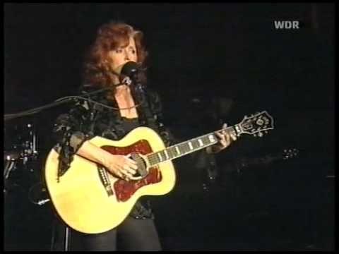 Ooh I love this song. Goosebumps! Bonnie Raitt & Richard Thompson - Dimming of the Day