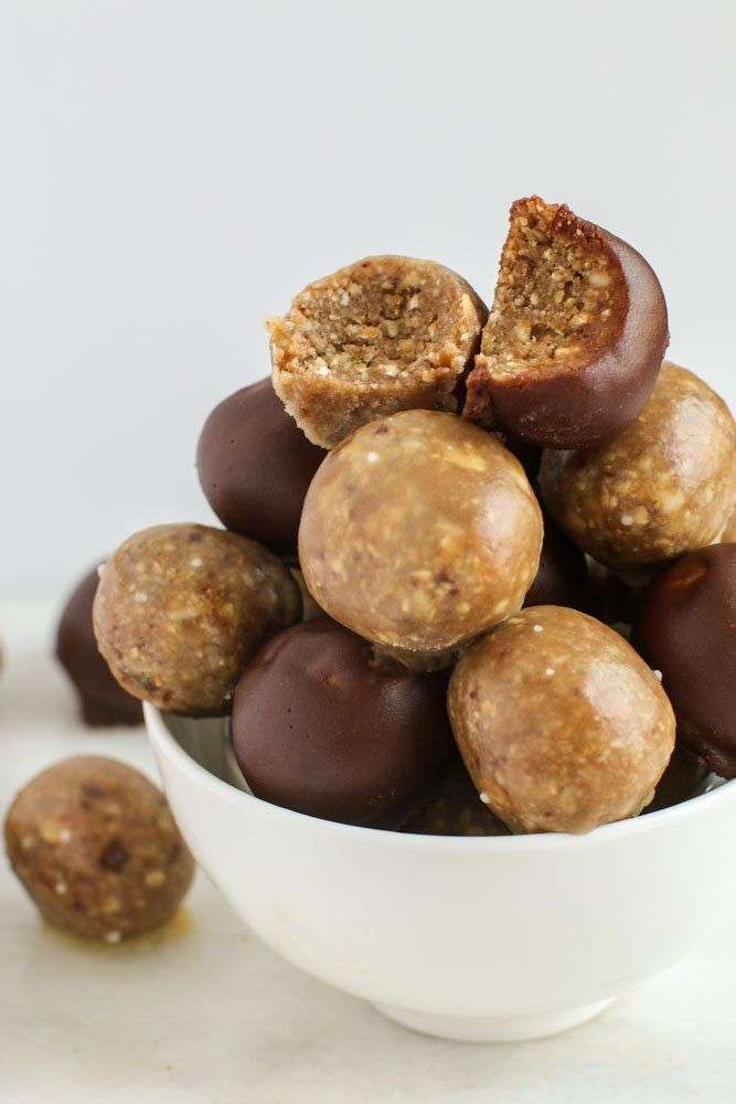 Satisfy your craving for something sweet and simple and whip up these raw vegan donut holes, packed with protein and healthy fats! By Lauren Kirchmaier