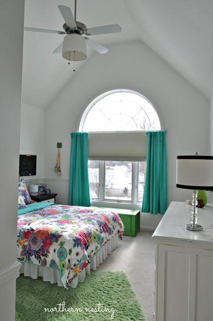 What a cute teen room!