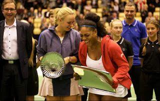 Blog Esportivo do Suíço: Em casa, Wozniacki derrota Serena em exibição
