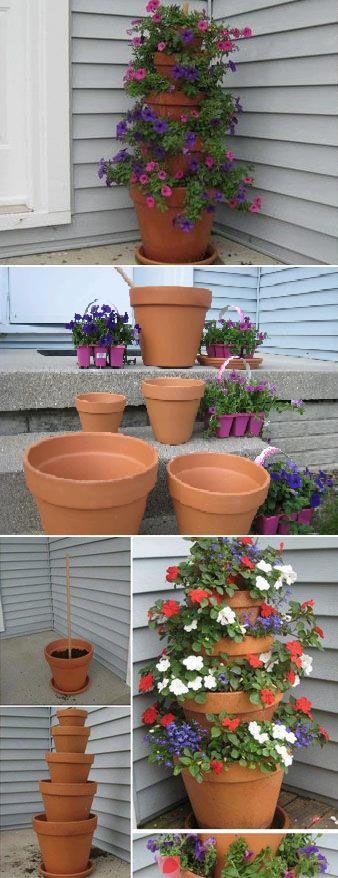 Pots de fleurs empilés et decentrés