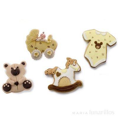 Set de 4 cortadores de plástico con temática de bebé: body, osito, carrito y caballo de madera. Son perfectos para cortar y decorargalletas con pasta de azúcar, pasta de goma, masa de galletas...