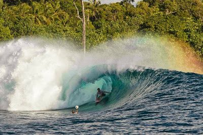 Kepulauan Mentawai meliputi 4 pulau besar yakni Pulau Sipora, Pulau Siberut, Pulau Pagai Utara, dan Pulau Pagai Selatan. Siberut adalah pulau terbesar, serta satu-satunya Pulau yang memiliki layanan pelayaran reguler yang menghubungkan Siberut dengan Pulau Sumatera terutama Padang