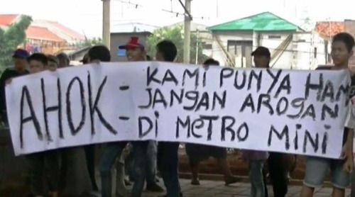 Para Supir Metro Mini Demo menuntuk kendaraan mereka yang dikandangkan DISHUB jakarta Di bebaskan