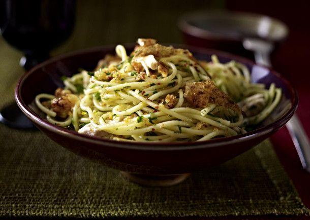 Unser beliebtes Rezept für Spaghetti mit Zitronenhähnchen und Knusperbröseln und mehr als 55.000 weitere kostenlose Rezepte auf LECKER.de.