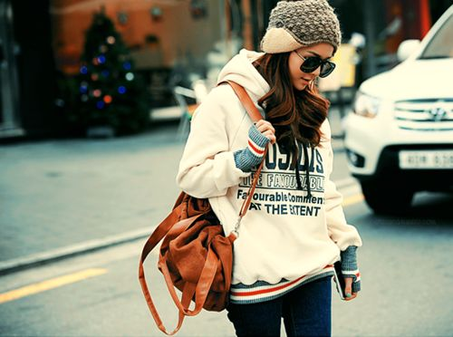 why can't i rock a sweatshirt like her?Cities Style, Christmas Shops, Hoodie, Women Street Style, Winter Style, Cold Day, Winter Looks, Winter Outfit, Comfy Casual