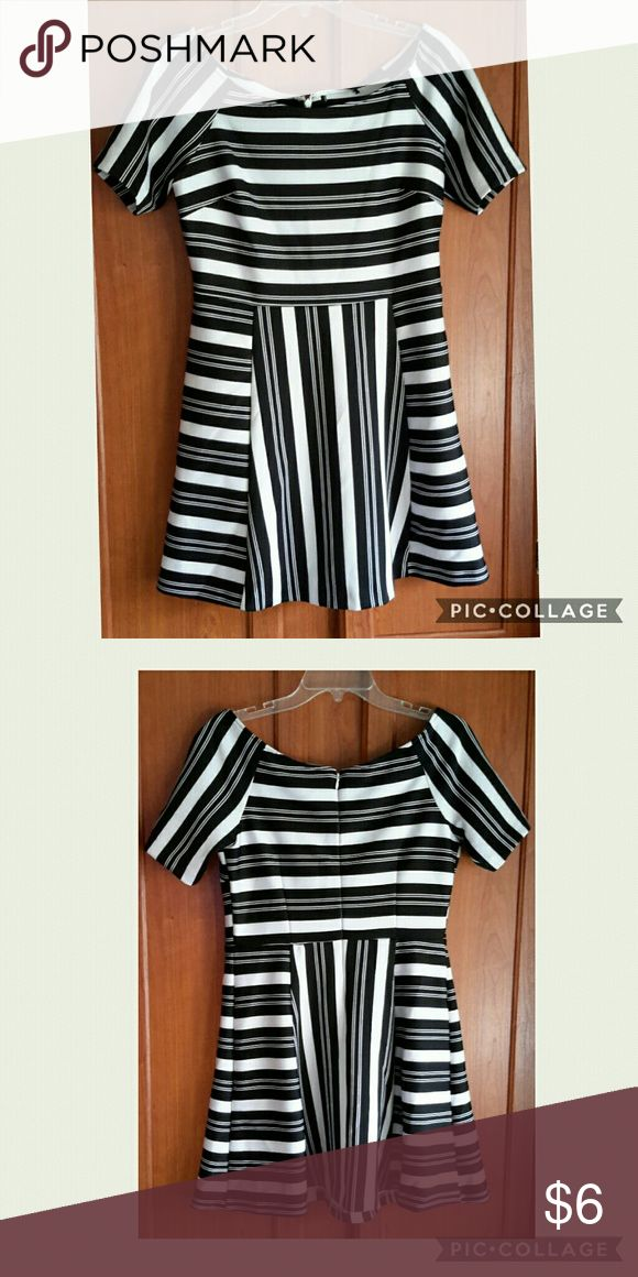 """Black White Striped Short Dress Cute black & white dress with short sleeves. 9"""" sleeve 28"""" length 36"""" hip 30""""waist 34"""" bust. Size XL. Questions are welcomed. Dresses"""