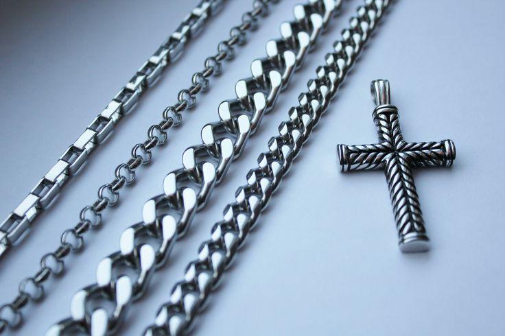 Nytt hänge kors HNRF3167 Nya halskedjor, från vänster; HRF3128, HRF3129, HRF3130 och HRF3127 #herrsmycken #metal #smycken #ringar #armband #halsband #jul #julklapp #julklappar #present