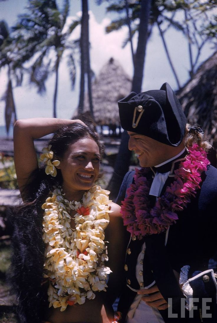 Marlon+Brando+with+Mutiny+on+the+Bounty+native+Tahitian+actress+Tarita+lying+together+on+the+beach+during+break+in+filming+in+Tahiti.+Tahiti,+French+Polonesia+1961+Grey+Villet5.jpg (860×1280)