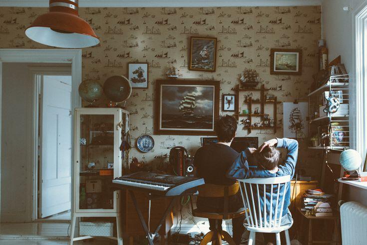 En blog post från Mokkasin som handlar om our weekend diary.. Det delar kategorien OUR WEEKEND DIARY - Här berättar Mokkasin lite om Såhär landade vi på lördagkvällen. Första april och grillpremiär och nu kan man sitta i verandan utan tusen täcken. Den här lilla verandan och när vi träng .