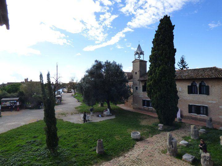 Isola di Torcello, laguna di Venezia: Vista della zona dove vennero effettuati gli scavi archeologici