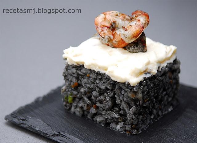 Arroz negro con costra de all-i-oli / Black rice with all-i-oli