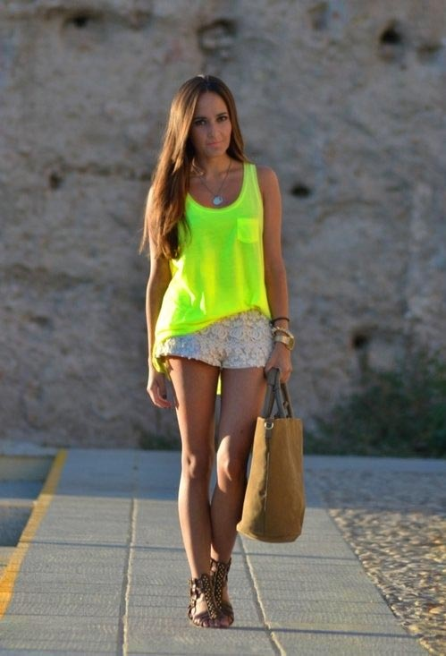 I love the color of this shirt how bright it is! Ellectra would love it, it's her favorite color :)