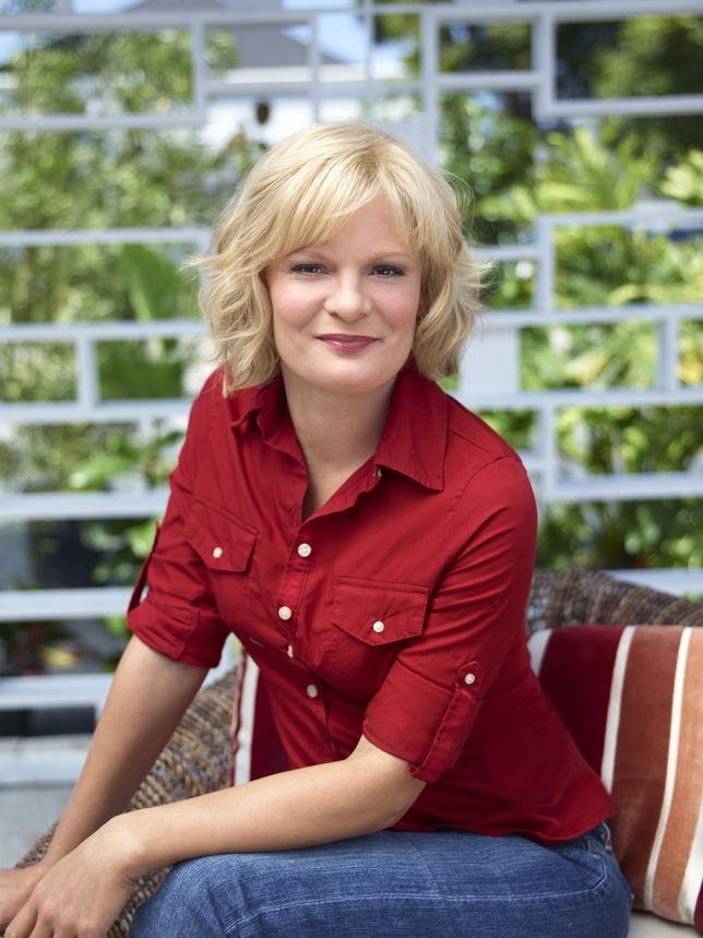 Martha Plimpton - she's so stinkin' funny and I love her blonde, curly bob #bobbedhair