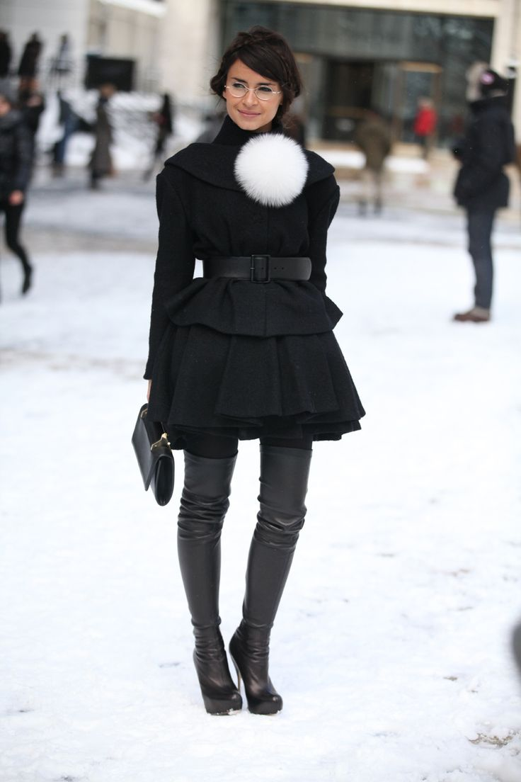 Always so chic and cute. That Pom pom makes the outfit so fun. Street Look à la Fashion Week automne-hiver 2013-2014 à New York, Jour 1