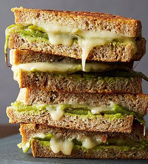 Comfort food under 450 calories: Chili Relleno Grilled Cheese recipe http://fitm.ag/1gmoihB