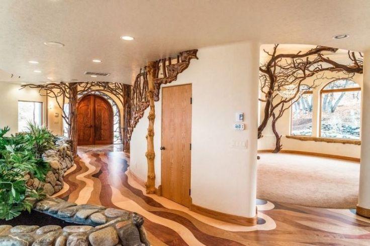 Na obrzeżach miasta Ashland w stanie Oregon (USA) zbudowano willę Shining Hand Ranch, która ma oddawać piękno dziewiczej natury. W okolicy można spotkać jelenie i sarny, a cisza i czyste powietrze mają zachęcić zmęczonych hałaśliwym życiem klientów do zakupu 825-metrowego domu za 8 235 000 dolarów. Wnętrza jest wykonana tylko z naturalnych materiałów, a w pokojach nie ma żadnych kantów. To celowy zabieg architektów, którzy chcieli wykonać wszystko zgodnie z naturą.