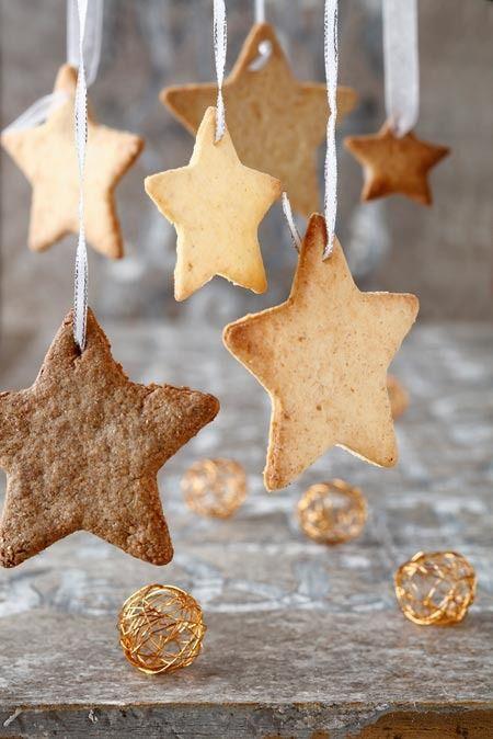 Receta de galletas para decorar el árbol de Navidad.  Christmas cookies to decorate your christmas tree.    http://charhadas.com/specials/436-recetas-de-navidad/special_items/28725-receta-de-galletas-para-decorar-el-arbol-de-navidad#