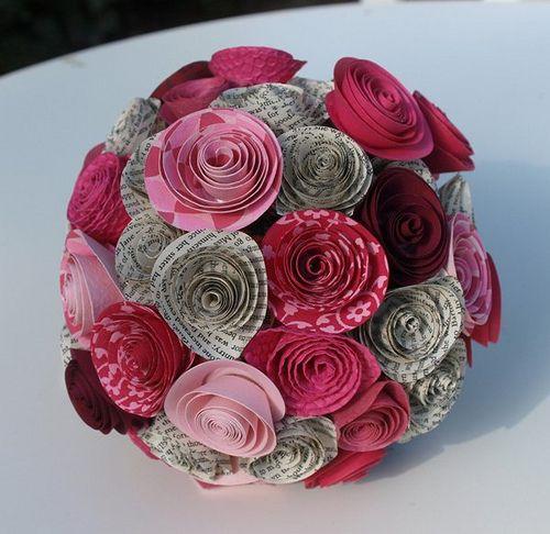 Bouquet de la mariée en papier rose et gris