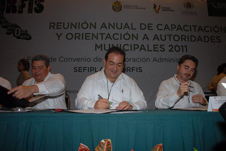 El gobernador Javier Duarte de Ochoa firmó como testigo de honor el Convenio de Colaboración entre el Órgano de Fiscalización Superior (Orfis) y la Secretaría de Finanzas y Planeación (Sefiplan).
