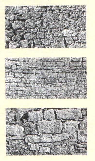 Foram os Romanos que introduziram a construção exclusivamente em pedra, o uso da argamassa de cal como ligante da construção e o fabrico e utilização do tijolo cozido em forno. Na imagem observa-se três tipos de construção de muros: opus incertum, opus vittatum e muro tardio.