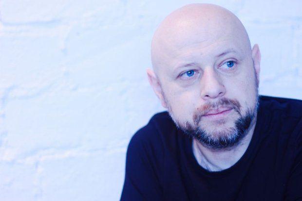 Jest członkiem cenionego duetu Skalpel, dziś zdecydował się także na nagrywanie muzyki w pojedynkę. Marcin Cichy debiutuje właśnie płytą pod szyldem Meeting By Chance.