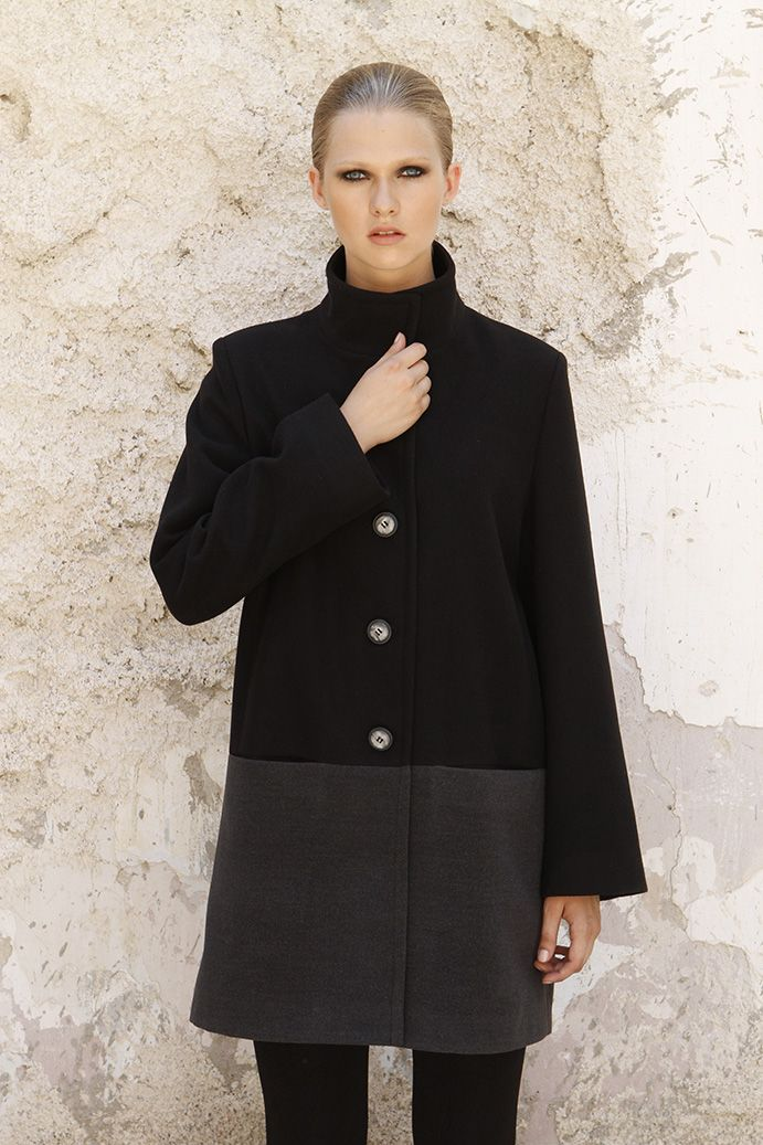 The last  touch for an elegant winter set is this two-color velour coat. You  would definitely love it !!