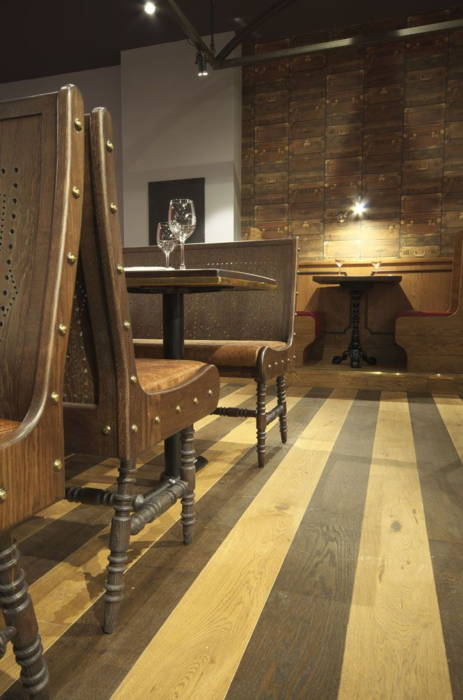 Vintage railway carriage-inspired booth seating | Zizzi Manchester Piccadilly, 2014