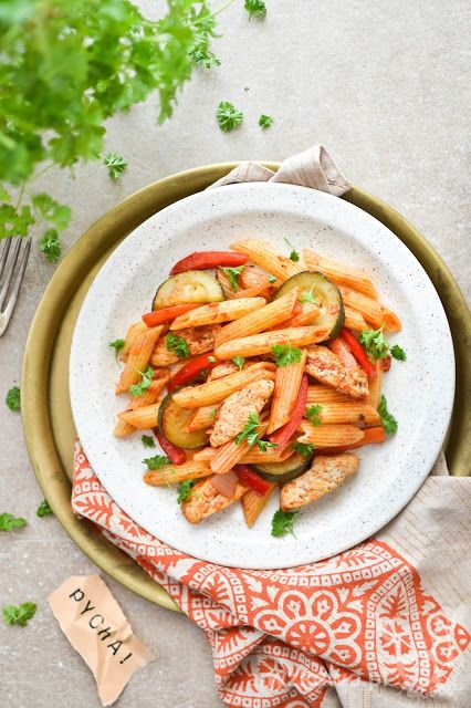 Anyżkowo: Szybki makaron z kurczakiem i cukinią