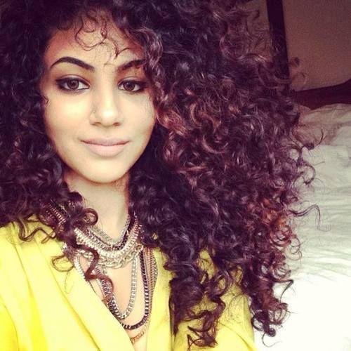Annie Khalid, enlouquecida nesse cabelo! ENLOUQUECIDA. hahaha