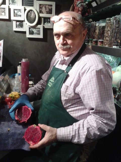 Eduard Soley is preparing a red pitaya for its tasting