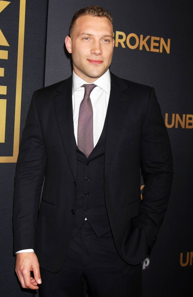 Jai Courtney Arrives At The Premiere Of Universal Studios Unbroken Tcl Chinese