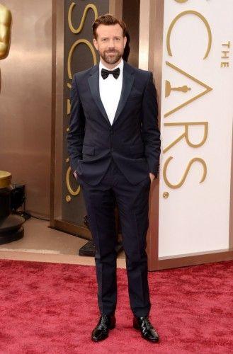 Jason Sudeikis: Εντυπωσιακός μέσα στο Prada tuxedo, μετράει λίγο καιρό μέχρι να γίνει ο πιο ευτυχισμένος μπαμπάς του Πλανήτη. #oscars