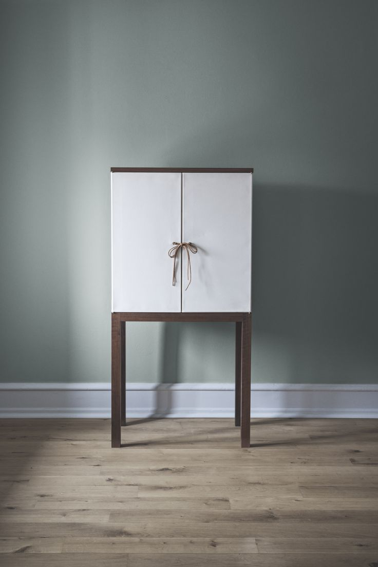 Mia Lagerman_Canvas Cabinet