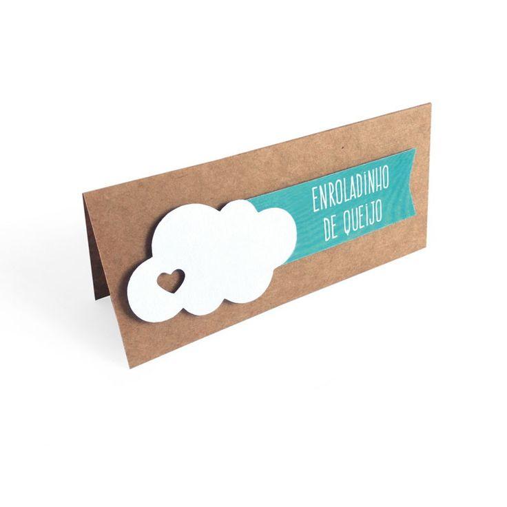 Placas para indicar sabores de doces e salgados. Decoração de festa nuvem. <br>Em papel kraft e papel texturizado. <br>- 6 cores disponíveis: Amarelo, rosa, lilás, verde, azul e azul claro. <br> <br>ATENÇÃO: Por favor, indicar sua escolha nas observações do pedido