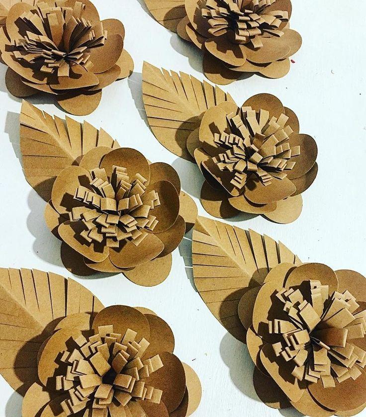 flores feitas com furadores tesoura de precisão