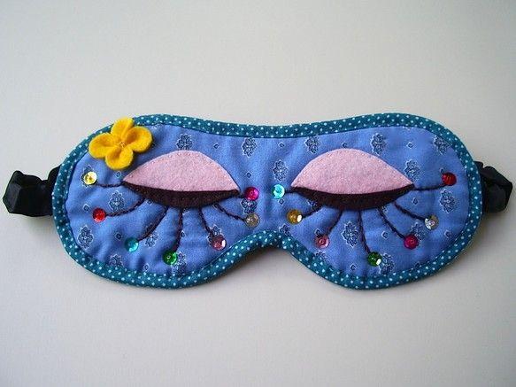 ニゲラ(英語名Nigella)ブルーの、女性用のキュートなアイマスクです。旅行はもちろん、寝ている間に乾燥を防いで美容に、アロマオイルを少しつけてリラックスし... ハンドメイド、手作り、手仕事品の通販・販売・購入ならCreema。
