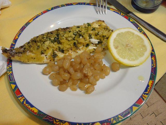 Orata al forno con cipolline - http://www.food4geek.it/le-ricette/secondi-piatti/orata-al-forno-con-cipolline/