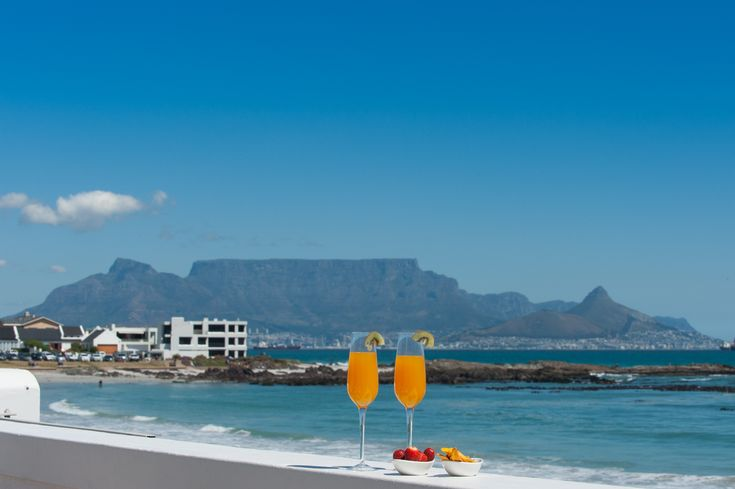 We know today is a bit cloudy and its only Thursday, but maybe a sunny view of Table Mountain and some cocktails will help you get to the weekend!  #tablemountain #capetown #ocean #summer #Thursday #sun #fun #view #views #sky #swim #luxury #villa #soulprivatecollection #santamariabeachhouse