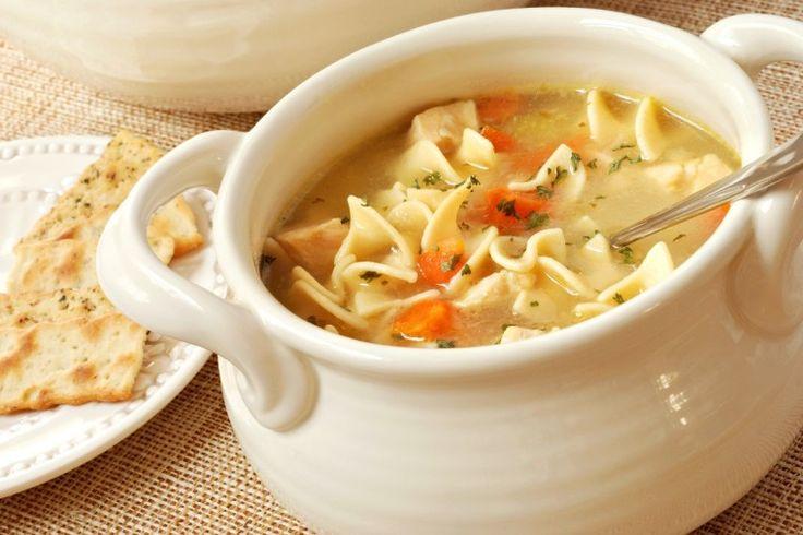 Σούπα με κινέζικα noodles και κοτόπουλο