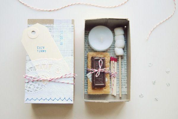girl scouts duh....: Diy Kits, Wedding Favors, Smore Kits, Gifts Ideas, Cute Ideas, Weddings, Winter Wedding, S More Kits, Minis