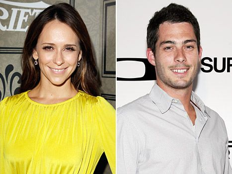 #JenniferLoveHewitt Welcomes Baby Girl (Autumn James Hallisay) on Tuesday November 26, 2013 & Secretly Wed #BrianHallisay - Us Weekly