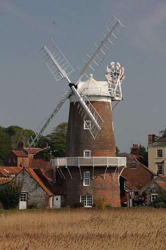 Moinho de vento em Cley-next-the-Sea, em Norfolk, Inglaterra, Reino Unido.  Fotografia: Paul & Kelly no Flickr.
