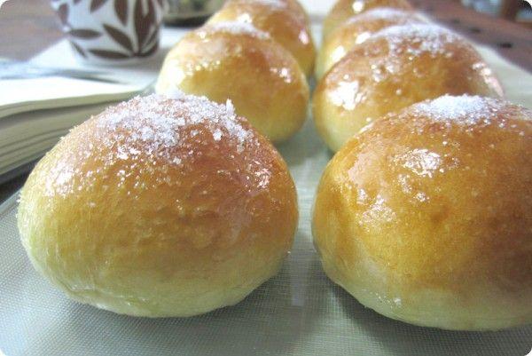 Receta de Cristinas para tomar en el desayuno o la merienda. Rellenas de nata o simplemente como un bollo. Os aseguro que son deliciosas.