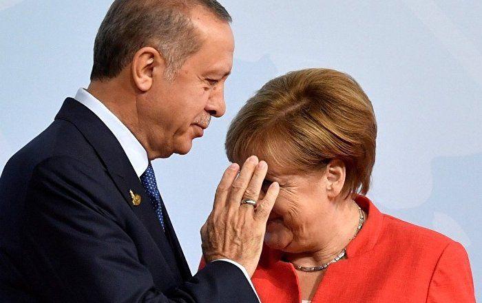 Sputnik Türkiye ///  'Türkiye, AB'ye yakınlaşmayı beklerken Avrupa ülkelerine siyaset malzemesi oldu'