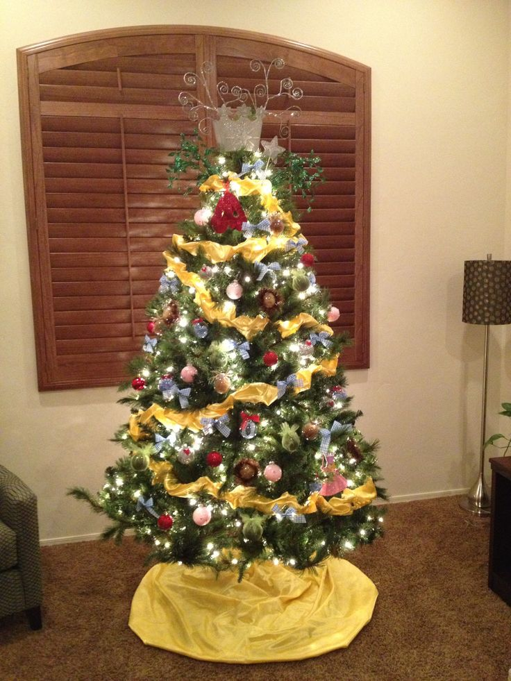 Wizard of Oz themed Christmas tree I love it. i would put a sparkling ruby red tree skirt and a hot air balloon as the topper.. : ).